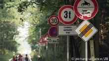 DW Unterrichtsreihe: Themen: Recht und Ordnung Liebe und Partnerschaft Freizeit und Unterhaltung Der Mauerfall So isst Deutschland