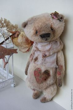 adorable bear! so vintage-cute that i want to squeeze it!