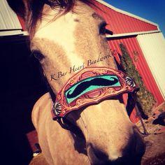 K bar heart beadwork.   Custom made beaded headstalls, beaded tack, beaded headstalls, beaded spur straps, beaded bronc halter, beaded belts  Custom cowboy beadwork.   Www.facebook.com/kbarheartbeads Beaded Hat Bands, Beaded Belts, Horse Barns, Horse Tack, Bronc Halter, Painted Hats, Tack Sets, Horse Accessories, Horse Gear