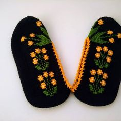 Tuğba Öztürk (@yms.hobievim) | Instagram photos and videos Diy Crafts Knitting, Diy Crafts Crochet, Knitting Designs, Knitting Patterns, Crochet Slippers, Love Crochet, Craft Patterns, Purses And Bags, Videos