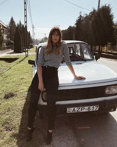 Rita vagyok ez pedig a Papa új Range Rover Sportja 🚦 #wartburg #retro #girl #hungariangirl #ootd #car #autumn #instagood #instahun #mik Range Rover, Hungarian Girls, Ootd, Barbie, Hipster, Autumn, Sport, Retro, Instagram