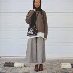 @leenalghouti #chichijab Islamic Fashion, Muslim Fashion, Modest Fashion, Fashion Outfits, Hijab Style, Hijab Chic, Casual Hijab Outfit, Hijab Wear, Modest Wear