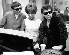 """chaboneobaiarroyoallende: """" jack nitzsche, darlene love y phil spector """" Darlene Love, The Ronettes, Studio Musicians, Wall Of Sound, 60s Music, Fall From Grace, Music Images, Black Artists, Recording Studio"""
