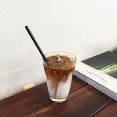 오늘도 혼커. 늘 꼬수운 메뉴팩트 커피 !