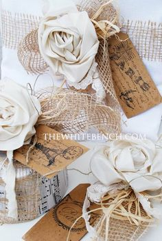 The White Bench: 5 Quick Gift-Wrapping Ideas. Christmas Paper Crafts, Christmas Cards To Make, Christmas Love, Christmas Holidays, Diy Flowers, Fabric Flowers, Paper Flowers, Flower Diy, Real Flowers