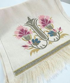 This Pin was discovered by Gön Simple Embroidery Designs, Vintage Embroidery, Embroidery Stitches, Hand Embroidery, Cross Stitch House, Bargello, Decorative Throws, Embroidered Flowers, Cushion Covers