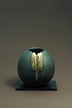 金彩いぶし丸花瓶 flower vase.