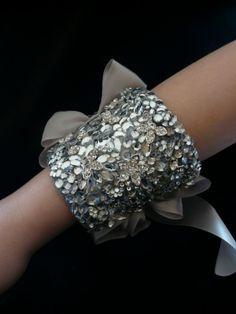 ❥ glittery sparkly cuff