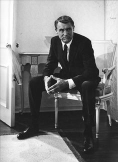 """Everybody wants to be Cary Grant. Even I want to be Cary Grant."" Cary Grant - the famous lover and gentleman. Always sophisticated, sarc. Golden Age Of Hollywood, Hollywood Glamour, Hollywood Stars, Classic Hollywood, Old Hollywood, Hollywood Icons, Hollywood Cinema, Cary Grant, Marlon Brando"