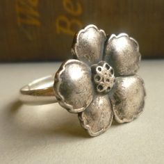 silver flower ring...<3