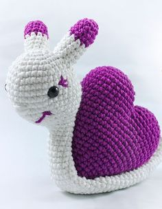 Amigurumi: Little crocheted snail - crochet step by step with the video course via Makerist.de Amigurumi: Small crocheted snail - crochet step by step with the video . Marina Häckeln Amigurumi: Little crocheted snail - crochet step Crochet Animal Patterns, Crochet Patterns Amigurumi, Baby Knitting Patterns, Crochet Animals, Crochet Dolls, Crochet Snail, Crochet Baby, Kimono Diy, Giraffe Pattern