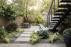 When garden designer Brook Klausing first saw his clients' townhouse backyard in Brooklyn'sFlatbush neighborhood, it lookedbleak: a chain-link fence, an old concrete patio, and a patch of hard-packed dirt.  But the garden's sad statewasn't the problem.
