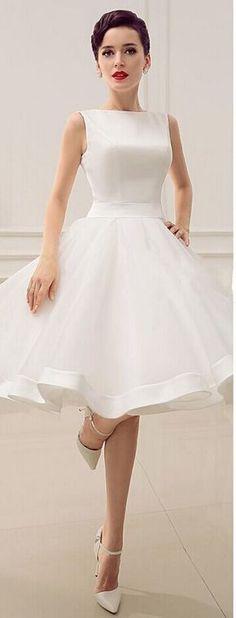 Short Wedding Dresses Vintage Bateau Neckline Deep V Back Little Bridal Dresses with Bow Summer Bridal Gowns Knee Length homecoming Dress Image