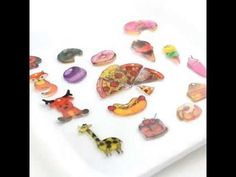 Create your own cute shrink charms! They - Crafts Ideas Videos Diy Crafts Shrink Paper, Shrink Art, Diy Shrink Plastic Charms, Diy For Kids, Crafts For Kids, Diy Jewelry Holder, Food Trays, Shrinky Dinks, Diy Schmuck