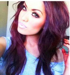 love her glow! Her hair & makeup Red Violet Hair, Bright Red Hair, Burgundy Hair, Brown Hair, Reddish Hair, Dark Hair, Love Hair, Gorgeous Hair, Stunning Eyes