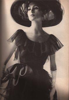 Harper's Bazaar 1962  double  the splendor:  black and white    Larry Aldrich  MELVIN SOKOLSKY