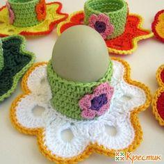 Вязаные подставки для яиц