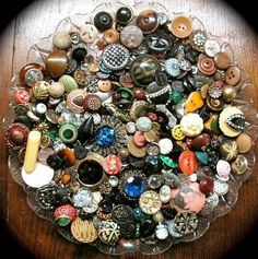 ANTIQUE & VINTAGE BUTTONS