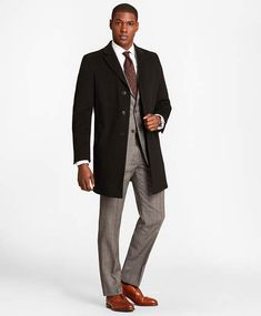 This men's short town coat is made from all-weather pure Italian wool from Loro Piana that is treated to resist water and wind. Sharp Dressed Man, Well Dressed Men, Mens Business Professional, Business Casual, Suit Fashion, Mens Fashion, Fashion Menswear, Fashion Boots, Black Suit Men