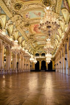 L'Hôtel de Ville de Paris... Inspiration for your Paris vacation from Paris Deluxe Rentals