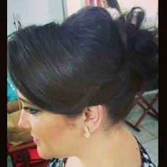 #flaviayukiehairstylist #cabelopreso #coque #noivas #madrinhas #penteadodenoiva #penteado #pivotpoint #keune #pousoalegre #suldeminas #makingof #atendimentovip #penteadosmodernos