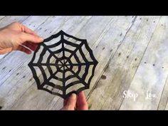 Easy tutorial on how to make a paper spider web by cutting and folding paper. A Kirigami spider web, the perfect Halloween decoration. Spider Web Craft, Spider Web Decoration, Halloween Spider Decorations, Spider Crafts, Quick Halloween Crafts, Halloween Fun, Spider Net, Spiderman Web, Easy Art For Kids