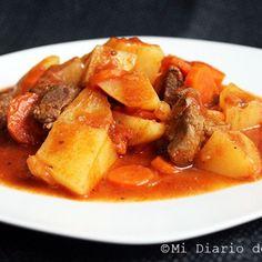 Estofado de carne Chilean Recipes, Chilean Food, Cake Roll Recipes, Rolls Recipe, Pot Roast, Great Recipes, Sweet Potato, Curry, Easy Meals