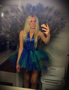 DIY, halloween costume, peacock, costume idea, women's, Peacock feathers