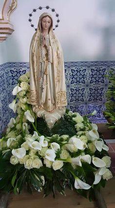 florista 4 estações Mary Flowers, Altar Flowers, Church Flower Arrangements, Church Flowers, Beautiful Flower Arrangements, Funeral Flowers, Floral Arrangements, Arte Floral, Deco Floral