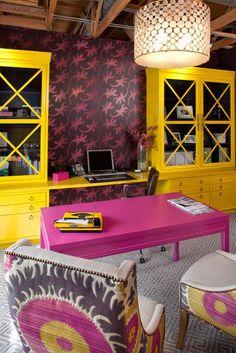 Una oficina en rosa y amarillo · Hot pink and yellow office