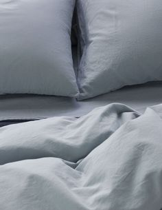 Area Bedding's extra-fine cotton sateen Perla Celeste has been dyed and washed for a lived-in, relaxed style, and is very, very soft. Green And Grey, Blue Grey, Cotton Sheets, Cotton Duvet, Shades Of Peach, Warm Grey, Moorish, Flat Sheets, Modern Luxury