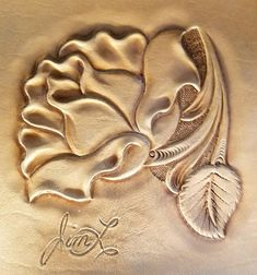 Foto in Elktracks Studio - Leatherwork - Google Foto's Leather Engraving, Leather Carving, Leather Art, Leather Design, Leather Tooling, Leather Craft Tools, Leather Projects, Craft Patterns, Flower Patterns