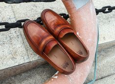 #fashionshoes #menshoes #officeshoes #shoes The simple and smooth shoe body lines and metal buckles were popular Very tough feel, so it is perfectly fine to use as formal shoes, and it is also OK to use casual pants and jeans. Office Shoes, Formal Shoes, Metal Buckles, Cow Leather, Color Change, Casual Pants, Fashion Shoes, Loafers, Smooth