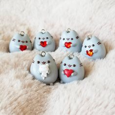 """Look at how cute and perfect these charms are❤❤ @bananaclay on Instagram: """"The crew is here!!! I included a Pusheen holding a mini kitten (can you spot its tiny face???) #polymerclay #polymerclayart #polymerclaycharms #pusheen #adorable #valentinesday #etsy #bananaclay #hearts #cats"""