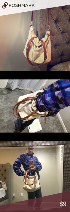 Slouch Satchel This is an adorable slouchy hobo style crossbody bag. It has short handles as well, so you can carry it like a tote. I got tons of compliments on this bag! Like new! ✨✨ Old Navy Bags Crossbody Bags