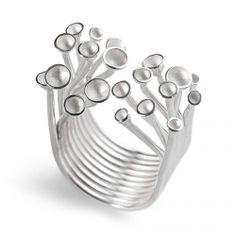 A Elements - Contemporary Jewellery é uma marca portuguesa de joalharia. A Elements abraça o desafio de colocar em evidência o lado artístico e criativo da joalharia contemporânea nacional e internacional. Dedicamos espaço à mente rebelde, àquela que ousa desafiar, que se afasta do convencional, do arquétipo e que busca reinventar-se a si própria.