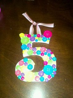 cute button number for over food/gift table