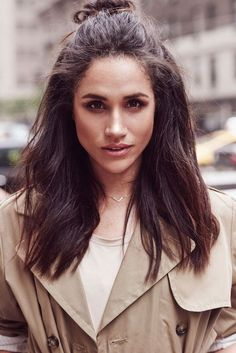 This is why Trump Called Meghan Markle 'Nasty' Ahead Of UK Visit Donald Trump has expressed shock at comments Meghan Markle made about him during his 2016 Presidential campaign. The US President branded. Estilo Meghan Markle, Meghan Markle Hair, Meghan Markle Style, Meghan Markle Outfits, Winter Hairstyles, Cute Hairstyles, Hair Day, My Hair, Princess Meghan