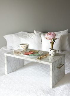 DIY Faux Marble Bed Tray - These DIY Faux Marble Decor tutorials are surprisingly easy and budget friendly. Whether you want to tackle a faux-finish or use marble contact paper, there are DIY ideas for every decorator | faux marble counter tops, coffee tables, and decor accessories.