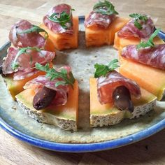 10 Unique Pizzas Ideas You Should Try At Least Once - HomelySmart Antipasto, Appetizer Buffet, Appetizers, Brunch, Party Dishes, Snacks Für Party, Creative Food, Summer Recipes, Finger Foods