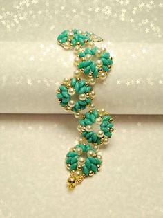 2-hole seed bead turquoise flower pattern bracelet