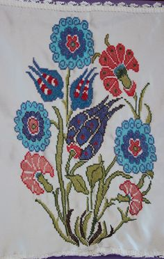 This post was discovered by Nilar Gök. Discover (and save!) your own Posts on Unirazi. Folk Embroidery, Cross Stitch Embroidery, Embroidery Patterns, Cross Stitch Patterns, Sewing Patterns, Turkish Tiles, Plastic Canvas Crafts, Bargello, Cross Stitch Flowers