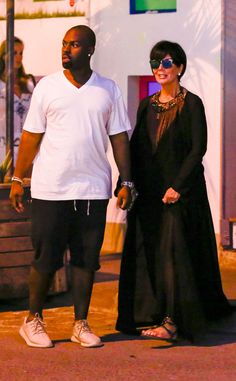 Kris Jenner and Corey Gamble Vacation in St. Barts After Christmas Kris Jenner, Corey Gamble Kim Kardashian Sexy, Estilo Kardashian, Kardashian Family, Kardashian Jenner, Kris Jenner, Kendall And Kylie Jenner, New Year Breaks, Vacation Wardrobe, Vacation Style