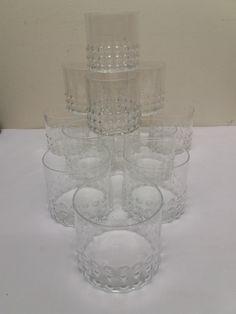 Riihimäen Lasi, Nanny Stillin kauniin Grappo -sarjan iso juomalasi. Lasin korkeus 7,2 cm korkea, halkaisija myös 7,2 cm. Kaikki lasit ovat ehjiä ja siistikuntoisia, vähälle käytölle jääneitä. 13 euroa/kpl.