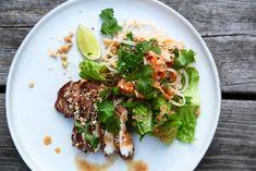 Denna rätt är bara så otroligt god!! Verkligen en ... Asian Recipes, Healthy Recipes, Ethnic Recipes, Healthy Food, Cata, Food Inspiration, Poultry, Risotto, Noodles