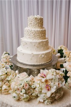 Classic White Wedding Cake | White Floral Wedding Cake | 4-tier Wedding Cake | Photo: Adam Nyholt | Cake: Susie's Cakes & Confections
