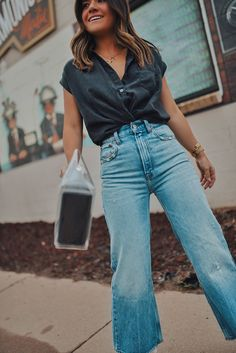 Best jeans to include in your summer wardrobe | how to style jeans and shirts in the summer | button down shirt outfit summer | cropped jeans outfit summer | wide leg jeans outfit summer | casual outfit ideas summer | jean culottes outfit summer | summer handbags | denim culottes outfit summer | Denver street style summer | Chic Talk #summeroutfits #summerjeans
