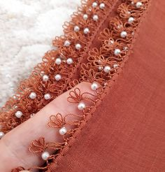 See related links to what you are looking for. Couture Embroidery, Beaded Embroidery, Hand Embroidery, Embroidery Designs, Crochet Borders, Filet Crochet, Crochet Unique, Diy Scarf, Needle Lace