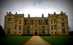 File:Montacute House -- Montacute House is a late Elizabethan country house in the South Somerset village of Montacute. A textbook example of English architecture during Somerset Village, Louis Xii, English Architecture, Elizabethan Era, English Heritage, English Manor, Listed Building, Town And Country, Country Houses