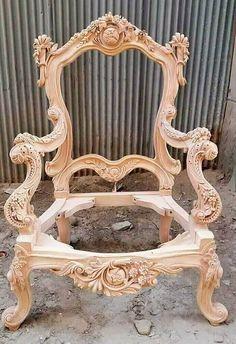 Creative Ideas For Making Wooden Furniture Cream Bedroom Furniture, Rococo Furniture, European Furniture, Chair Design Wooden, Wood Table Design, Furniture Projects, Furniture Makeover, Furniture Decor, Homemade Furniture